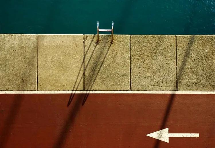 Follow Me (Before Taking A Swim) Fototapet, (254 x 184 cm)