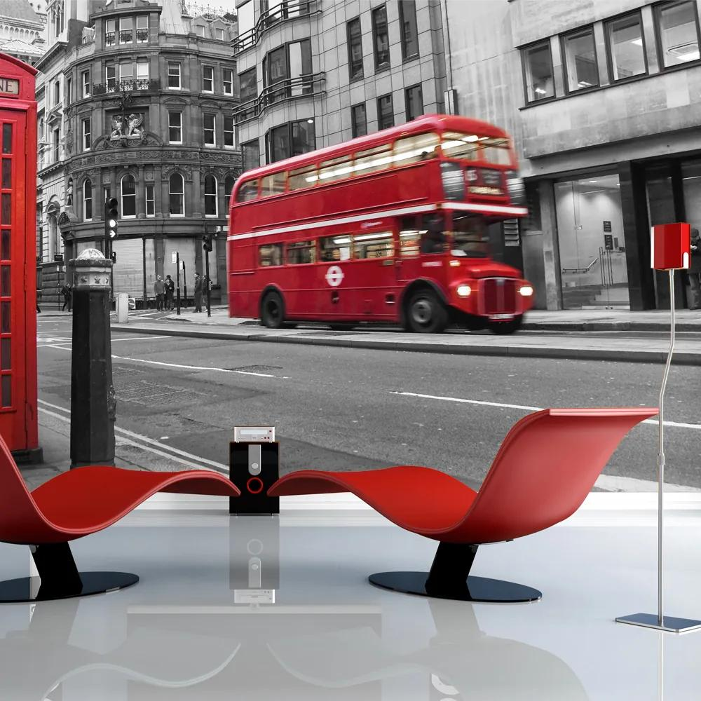 Fototapet Bimago - Red bus and phone box in London + Adeziv gratuit 200x154 cm