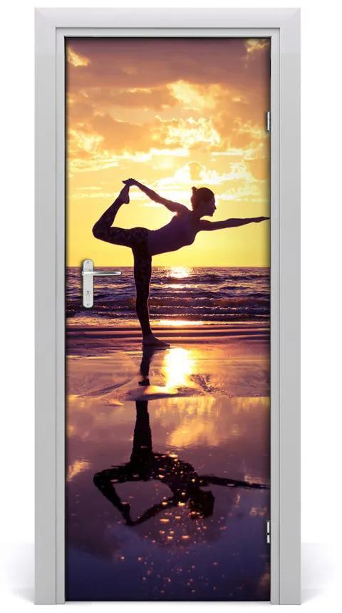 Autocolante pentru usi Yoga Oamenii de pe plajă