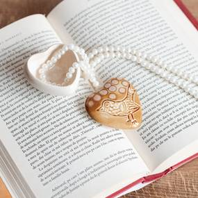 Cutie bijuterii din ceramica, inima maro, detaliu pasare