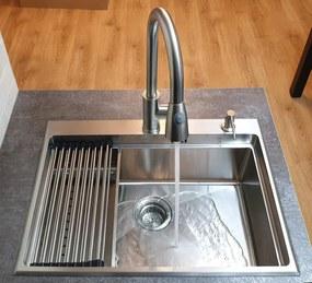 Chiuveta bucatarie inox CookingAid HERA TOP cu dozator detergent, scurgator vase/paste/fructe, gratar rulabil inox, tocator lemn Sapele + accesorii montaj