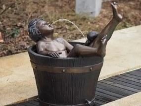 Fantana de bronz Boy in tub