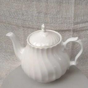 Ceainic Finlandia din ceramica alba 17 cm